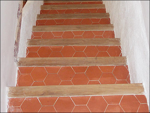 French tomette salernes salernes provencal tomette for Carrelage style tomette